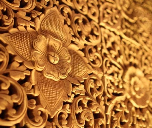 Decorative gold flower design